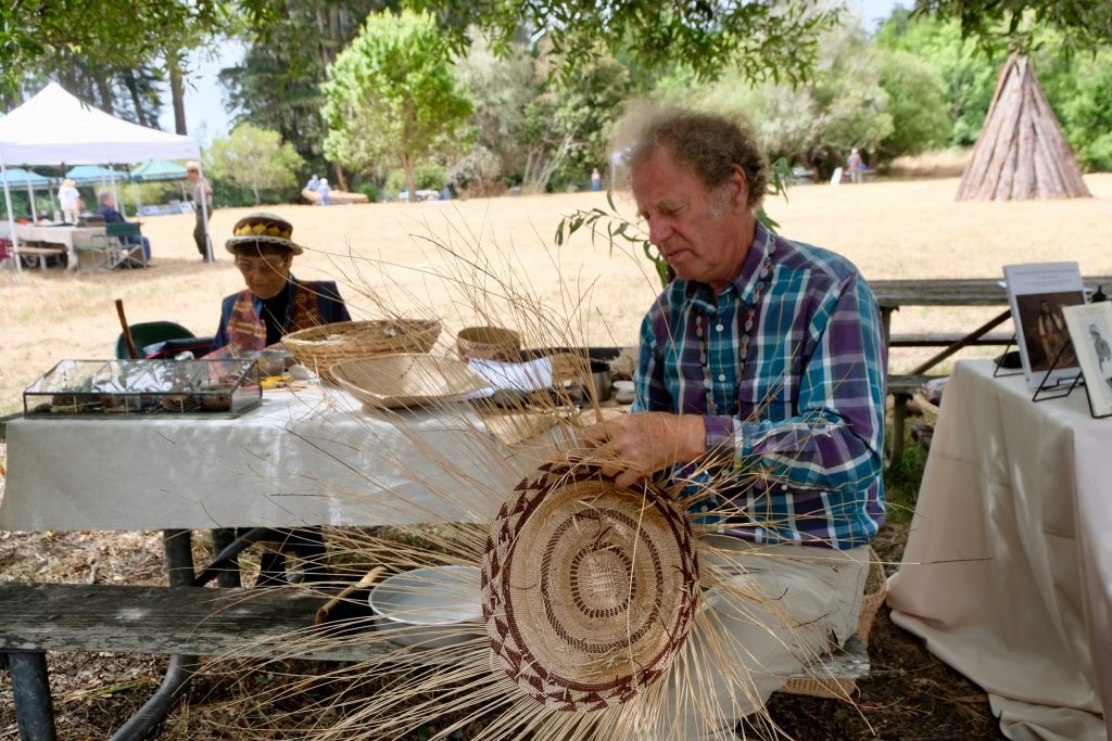Basket weaving (Photo by Diego Morales).